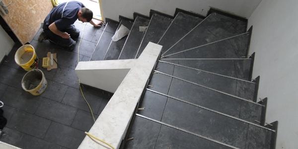 Keramische Bodenplatten im Entrée