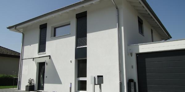 So präsentiert sich die Eingangsseite vom neuen schönen Party-Haus Kuster